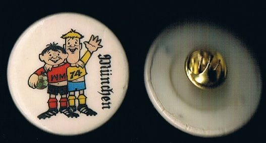 1974 Munich Tip & Tap WC74 Muenchen West Germany plastic badge repaired